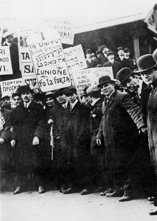 Strikers in Lawrence, Massachusetts, 1912